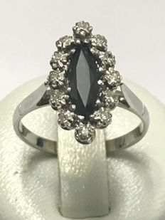 18 kt gold marquise ring with diamonds and sapphire - 17.61 mm