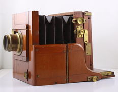 Wooden side-wing camera W. Butcher & Son, Blackheath, London, with brass Lancaster Birmingham lens. Plate size: 8 x 10.5 cm.