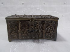 A small box in solid bronze, in Gothic style, richly decorated on 5 sides, with sculpture in low relief, representation of biblical scenes signed - France - 19th century