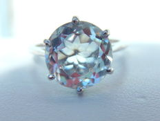 White gold (18 kt) solitaire ring with aquamarine.