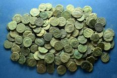 Roman Empire - Large Lot (B) of 200 Roman bronze coins 3th / 4th. Century A.D.