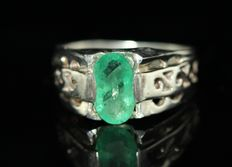 925 Silver men's ring, set with a 2 ct emerald – size 61.