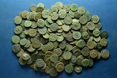 Roman Empire - Large Lot (A) of 200 Roman bronze coins 3th / 4th. Century A.D.