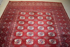 Beautiful Afghan carpet – measurements: