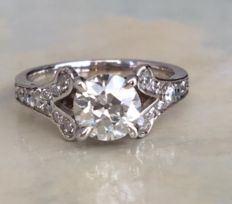 Engagement ring in Art Deco style with a central, solitaire, Bolshevik cut diamond, approx. 1.10 ct - H/VS and octagon cut diamonds.