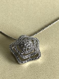 18 kt gold necklace with pendant with diamonds totalling 1.03 ct.