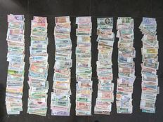 World - Collection of approx. 700 banknotes from around the world