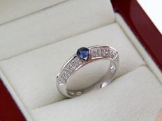 White GOLD (18 kt) ring with sapphire and diamonds - Ring size: 53 – Easy to adjust.