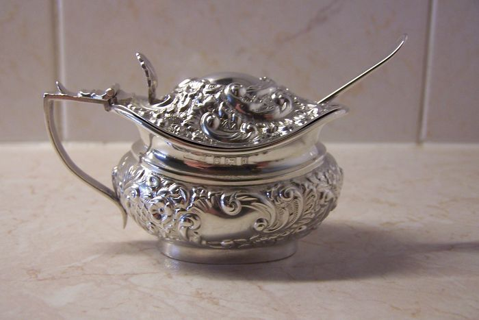 Silver mustard pot with spoon, C.D.Saunders & F.Shepherd, Birmingham, 1900