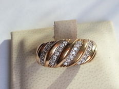 Bi-colour gold ring with 0.33 ct of brilliant cut diamond.