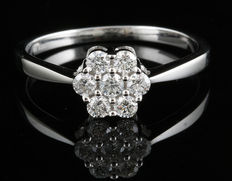 Brand new 7 stone cluster engagement ring in 18kt white gold 0.25ct total weight, G/H colour and SI clarity. Size 54/17.1 mm (free resizing in Antwerp)