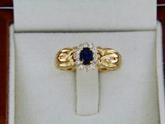 Ring in 18 kt GOLD with sapphire and diamonds
