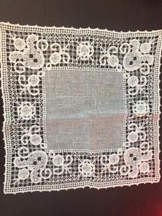 Very ancient doily worked with Modano filet net stitch, Italy, circa 1890