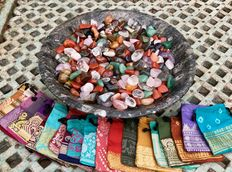 Huge collection of various cut Minerals, with 20 Sari-cloth pouches - 2.58kg  (400 pieces)