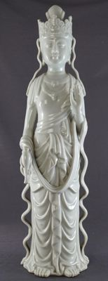 Large Blanc de Chine sculpture of Guanyin with rose water sprinkler - China - late 20th century