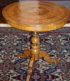 Inlaid tea table - Manufacture of Rolo - Italy, late 19th century