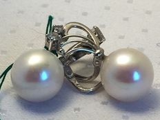 White gold earrings with 11 mm Japanese pearl