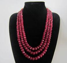 Necklace of faceted rubies - 3 strings - 782 ct