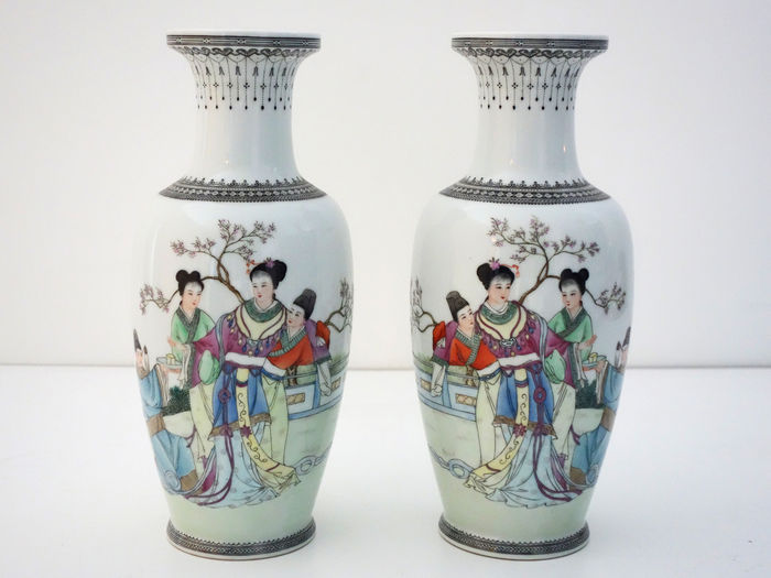 Set of Famille Rose vases - China - 2nd half 20th century.