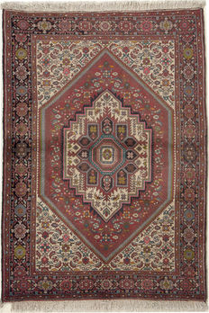 GOLTOGH Persian / Handknotted/PERSIAN/Oriental/ Goltogh 148 x 102 Iran Around 1970