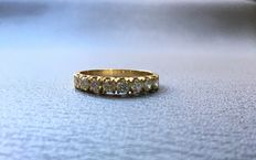 18 kt gold and diamond ring totalling 0.70 ct – Size 17-18.