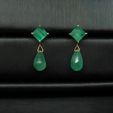 18K yellow gold emerald earrings.  5.1ct of emeralds,  size :height 20mm