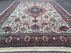 XXL - 577 x 393 cm - almost 23 square metres, Persian Sarab palace carpet - in VERY GOOD condition