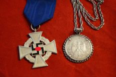 Loyalty service badge for 25 years (1938-1945), Germany (1933-1945) 3rd Reich Badge for loyal service, 2nd class for 25 years on ribbon + 5 Reichsmark chain 1934 silver