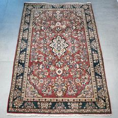 Magnificent Sarouk Persian carpet – 157 x 104 – Unique design!