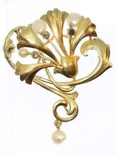 Art Nouveau diamond and natural pearl gold brooch, 1900
