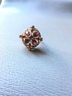 Antique women's ring with rubies
