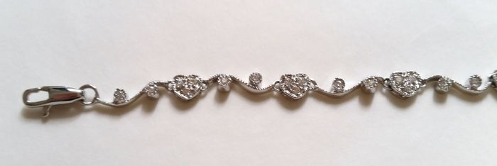 Bracelet in 18 kt white gold with diamond hearts – 18.5 cm