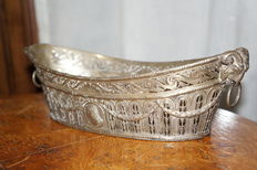 Silver jewellery bowl, carved and perforated, 3 hallmarks on the bottom, George Roth, Hanau, 1891-1919
