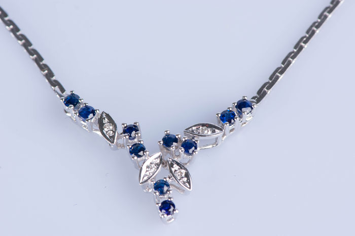 Necklace in 18 kt white gold, 4 diamonds 0.16 ct and 10 sapphires 0.5 ct