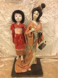 2 Japanese dolls: an old Japanese doll and a decorative Japanese doll