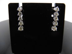 18k Gold Graduated Diamond Drop Earrings - 0.70 ct  I-J, VS2