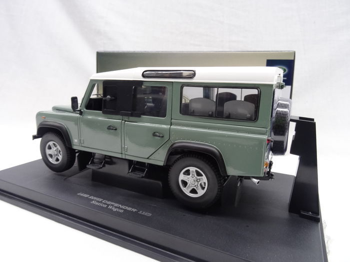 Universal hobbies - Scale 1/18 - Land Rover Defender 110
