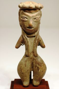 An anthropomorphic figurine in earthenware – height: 10.3 cm