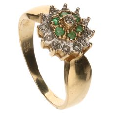Yellow gold rosette ring set with spinel and 7 brilliant cut diamonds of approx. 0.035 ct in total