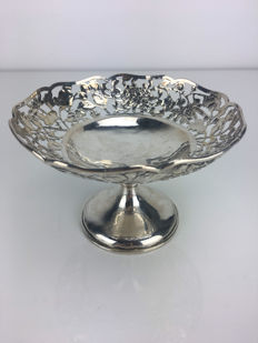 Silver tazza with Chrysanthemums, Chinese export silver, China, 19th century