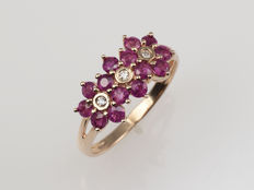 14 kt gold. Ring. Rubies of 1.22 ct Diamonds of 0.03 ct Cut: 55 (diameter: 17.5 mm). No reserve.