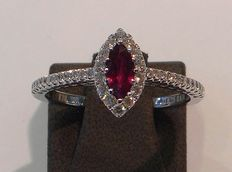 18 kt white/red gold ring set with brilliant cut diamonds 0.25 ct  and 0.34 ct ruby - size 54