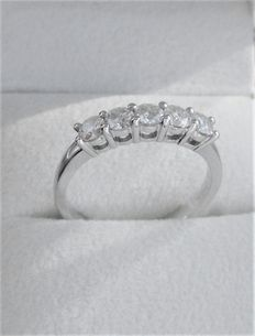 White gold ring with five brilliant cut diamonds – 1.01 ct in total