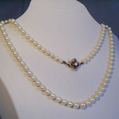 Genuine, white Akoya pearl necklace with gold clasp + rubies 0.36 ct in total.