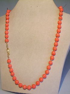 Long coral necklace with natural coral bead with gilded silver highlights