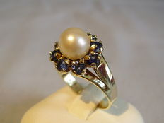 Gold ring with Akoya pearls and sapphire entourage - 0.36 ct