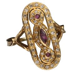 18 kt gold ring set with ruby and diamond, inner size: 18.5 mm.