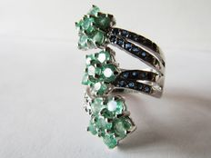 Ring with emeralds, 3.10 ct and sapphires tot 1 ct - silver 925