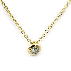 Yellow gold choker with yellow gold pendant and brilliant cut diamond