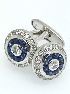 18 kt gold cufflinks set with diamonds of 0.84 ct and sapphire gemstones of 0.80 ct.